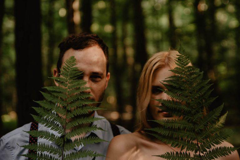 Zakochać się w lesie | Sesja narzeczeńska w lesie | Las w Warszawie