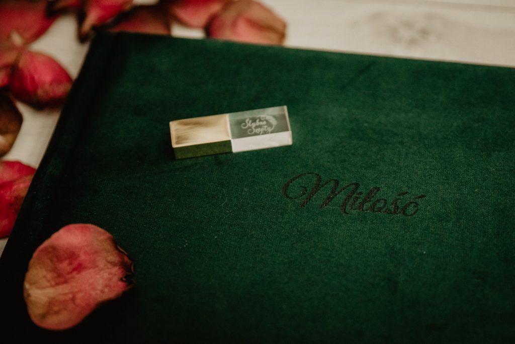 Albumy   Pokazuje Wam jak pakuje wspomnienia z Waszego Ślubu   Ślubne Szepty 12