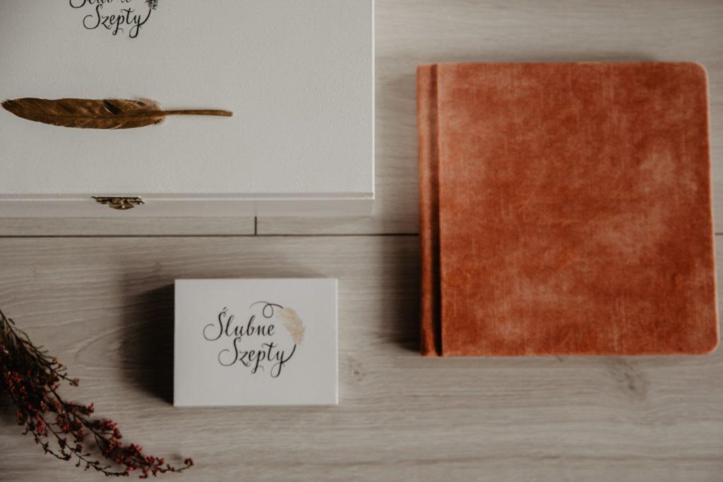 Albumy   Pokazuje Wam jak pakuje wspomnienia z Waszego Ślubu   Ślubne Szepty 2