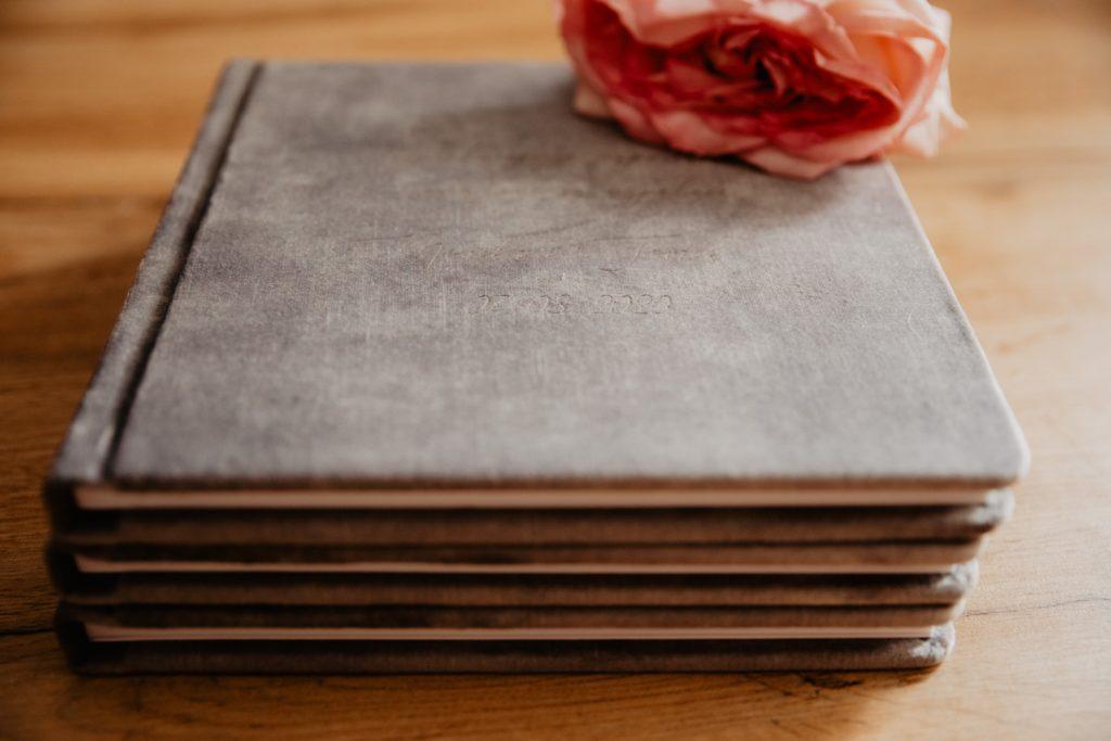 Albumy   Pokazuje Wam jak pakuje wspomnienia z Waszego Ślubu   Ślubne Szepty 15