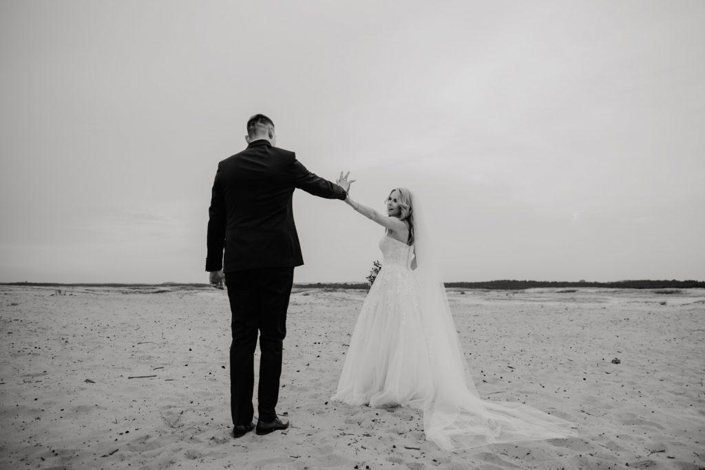 Sesja na Pustyni Błędowskiej | Plener ślubny | J & A 15