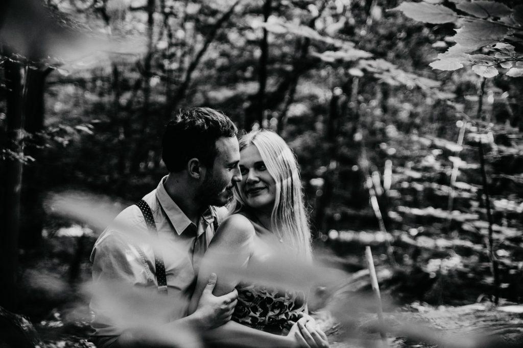 Zakochać się w lesie   Sesja narzeczeńska w lesie   Las w Warszawie 11