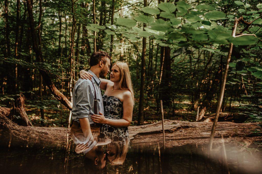Zakochać się w lesie   Sesja narzeczeńska w lesie   Las w Warszawie 13