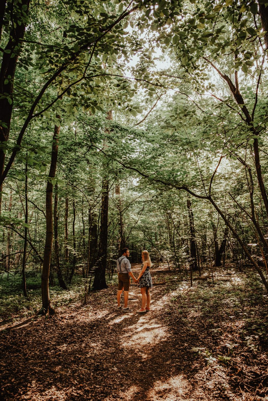 Zakochać się w lesie   Sesja narzeczeńska w lesie   Las w Warszawie 14