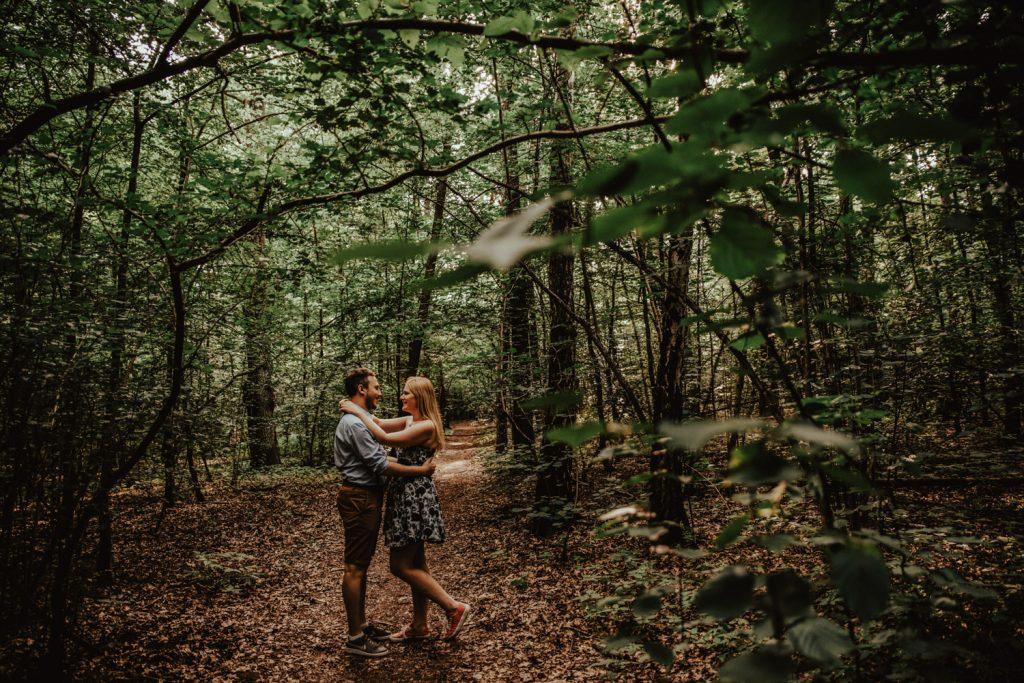 Zakochać się w lesie   Sesja narzeczeńska w lesie   Las w Warszawie 3