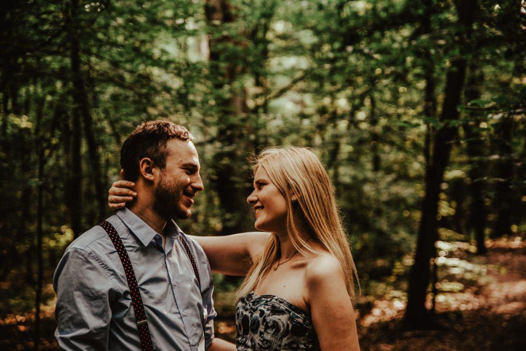 Zakochać się w lesie   Sesja narzeczeńska w lesie   Las w Warszawie 4