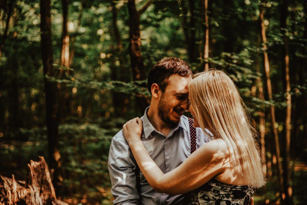 Zakochać się w lesie   Sesja narzeczeńska w lesie   Las w Warszawie 6