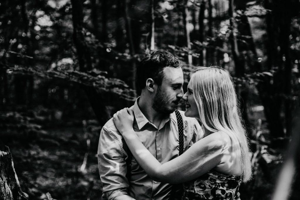 Zakochać się w lesie   Sesja narzeczeńska w lesie   Las w Warszawie 7