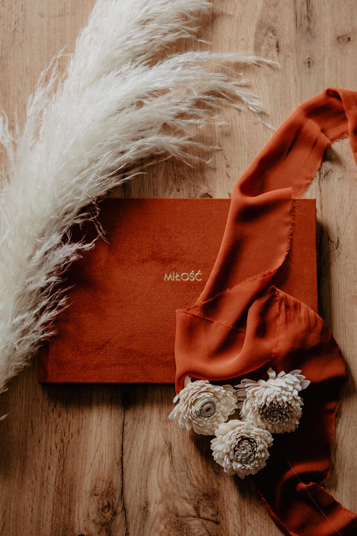 Albumy   Pokazuje Wam jak pakuje wspomnienia z Waszego Ślubu   Ślubne Szepty 10