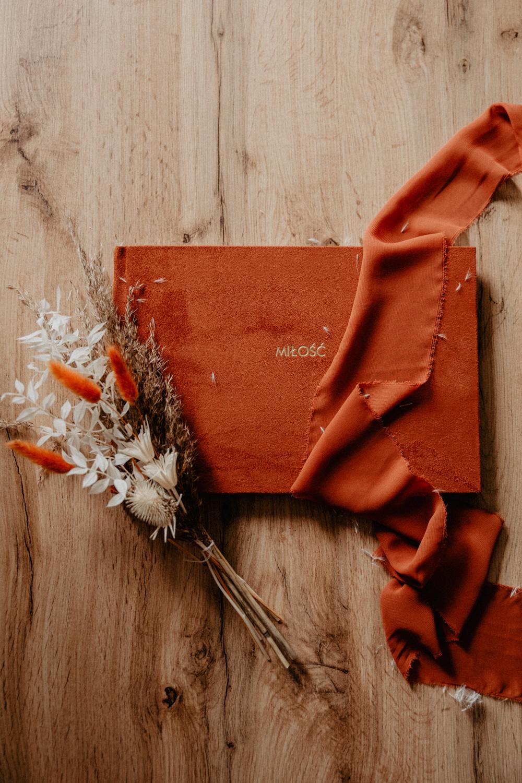 Albumy   Pokazuje Wam jak pakuje wspomnienia z Waszego Ślubu   Ślubne Szepty 8