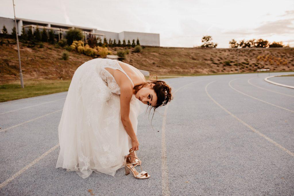 Piła   Nietuzinkowa sesja ślubna na stadionie piłkarskim 6