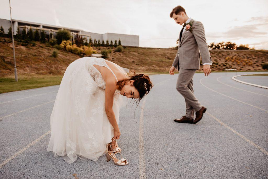 Piła   Nietuzinkowa sesja ślubna na stadionie piłkarskim 7