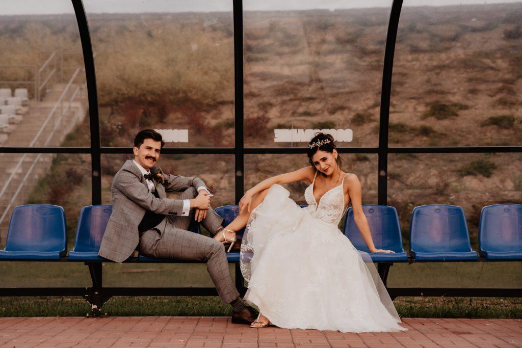 Piła   Nietuzinkowa sesja ślubna na stadionie piłkarskim 27